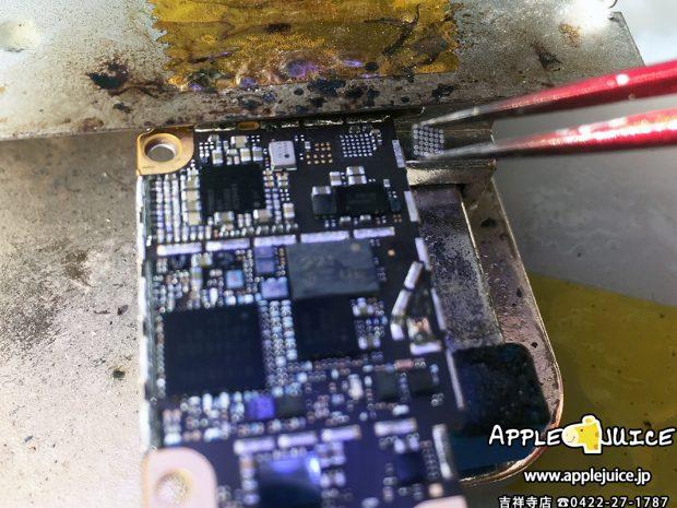 iPhone6のU2 ICチップを交換しているところ