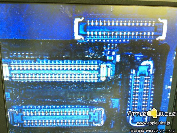 バックライトを点灯させるためのフィルターを修理したiPhone6sの基板