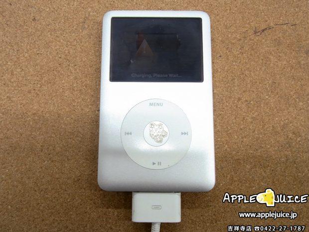 新宿区より iPod classic ケーブルを挿しても充電ができない ドックコネクター交換修理