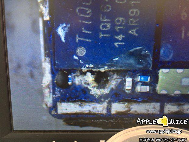 腐食したiPhone5sの基板